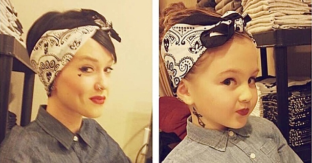 17 Mothers And Daughters Who Actually Look Like Twins